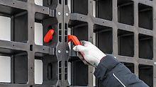 Een bijzonder goed voorbeeld van eenvoudig te bedienen systeemcomponenten is de DUO verbinder. Voor de installatie is geen gereedschap nodig.