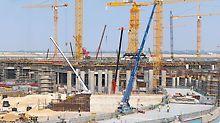 Midfield Terminal Building, Abu Dhabi - PERI unterstützt den raschen Baufortschritt mit über 6.000 Deckentischen sowie umfassenden Schalungslösungen auch für Wände und Säulen. Bereits 2017 sollen hier jährlich bis zu 30 Millionen Fluggäste abgefertigt werden.