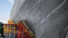 Skutečný tvar muzea V&A se objevil až po dokončení prováděcích prací a odstranění sestav bednění.