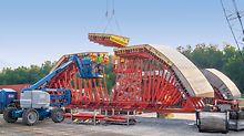 Vodní elektrárna Smithland: Pro výrobu betonových tubusů firma PERI navrhla i smontovala různě zakřivené díly bednění. Konečné spojení těchto částí i nosné konstrukce probíhalo přímo na stavbě.