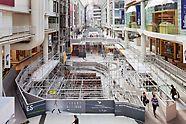 Die PERI UP Rosett Gerüstlösung welche im Eaton Centers in Toronto aufgebaut wurde, um die Modernisierung durchzuführen, ohne die Besucher zu gefährden oder den laufenden Betrieb zu stören.