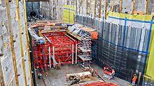 Stanice metra Capitol Hill, Seattle, USA - Bednicí vůz pro spodní úseky byl vytvořen ze dvou dílů, aby mohla být jeho vrchní polovina využita i v následujících úrovních – bez nákladných montážních prací.