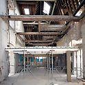Sanierung eines Feuerwehrgebäudes in Paris - Einsatz der SKYDECK Paneelen und der PEP Stützen zum Auflagern der Deckenschalung.