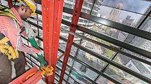 Begrenzte Krankapzität ist sehr oft der limitierende Faktor auf Hochhausbaustellen. Durch den Einsatz der mobilen Selbstklettereinheiten, mit denen die RCS Kletterschutzwand ohne Kran ins jeweils nächste Geschoss gehoben wurde, konnte die notwendige Kranzeit beim Four Seasons Hotel minimiert werden.