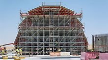 At the centre of the design concept is the 23m long and 17m wide dome above the entrance hall. The PERI UP Modular Scaffolding forms the supporting structure of the dome formwork.