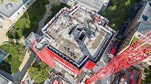 Die an den Gebäudegrundriss angepasste Einhausung sorgte dafür, dass sämtliche Rückbauarbeiten stets sicher – für Arbeiter und Passanten – ausgeführt werden konnten.