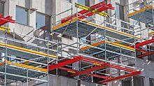 Ungewöhnliche Gerüstbaulösung: Auskragen statt Aufstellen. Neue Art der Verwendung von PERI Elementen im Bereich Arbeitsgerüst.