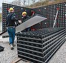 DUO ist die neuartige Systemschalung, die sich durch geringstes Gewicht und besonders einfache Handhabung auszeichnet. Innovativ ist nicht nur der verwendete Werkstoff, sondern das gesamte Konzept: Mit einer minimalen Anzahl unterschiedlicher Systembauteile Wände, Fundamente, Säulen und Decken effizient schalen.