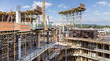 Aufgrund ihrer enormen Größe und dem geringen Platz auf der Baustelle wurden die SKYTABLE Deckentische fernab der Baustelle montiert und just-in-time angeliefert – das sparte sowohl Platz als auch Kosten.