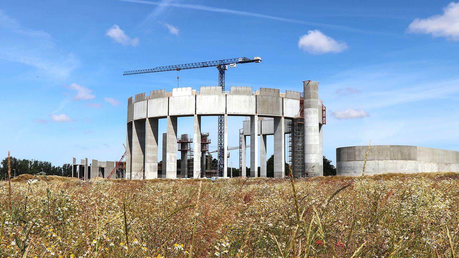 Nya vattentornet i Helsingborg - 40 meter hög med betongring som är 90 m i diameter och vilar på 24 betongpelare