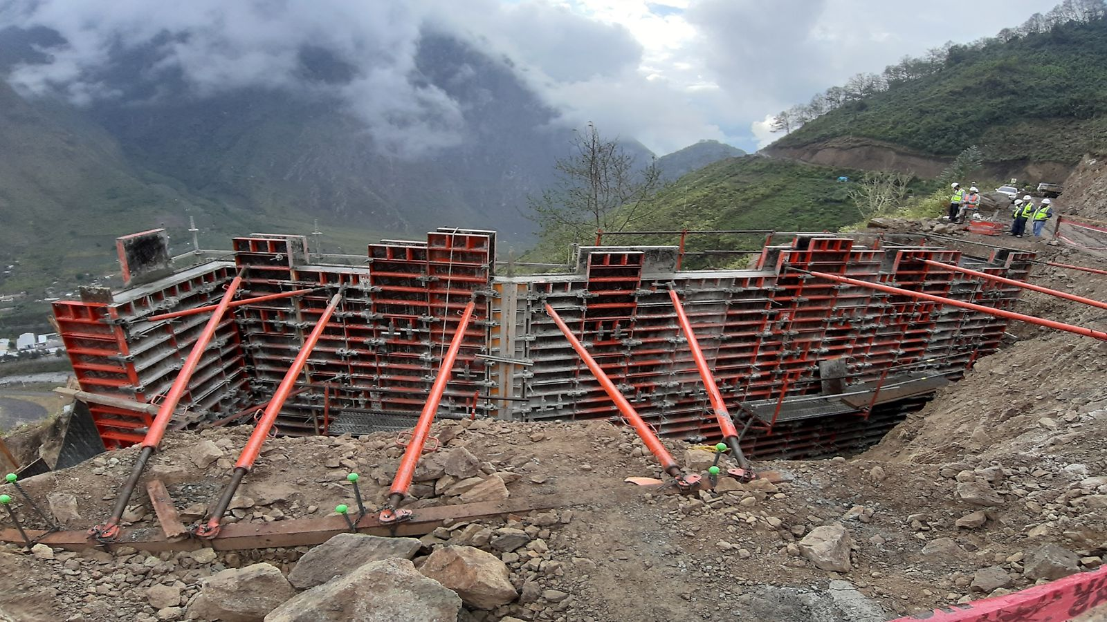 Bocatoma y desarenador Quebradas Tupuri y Supayhuayco, Puno