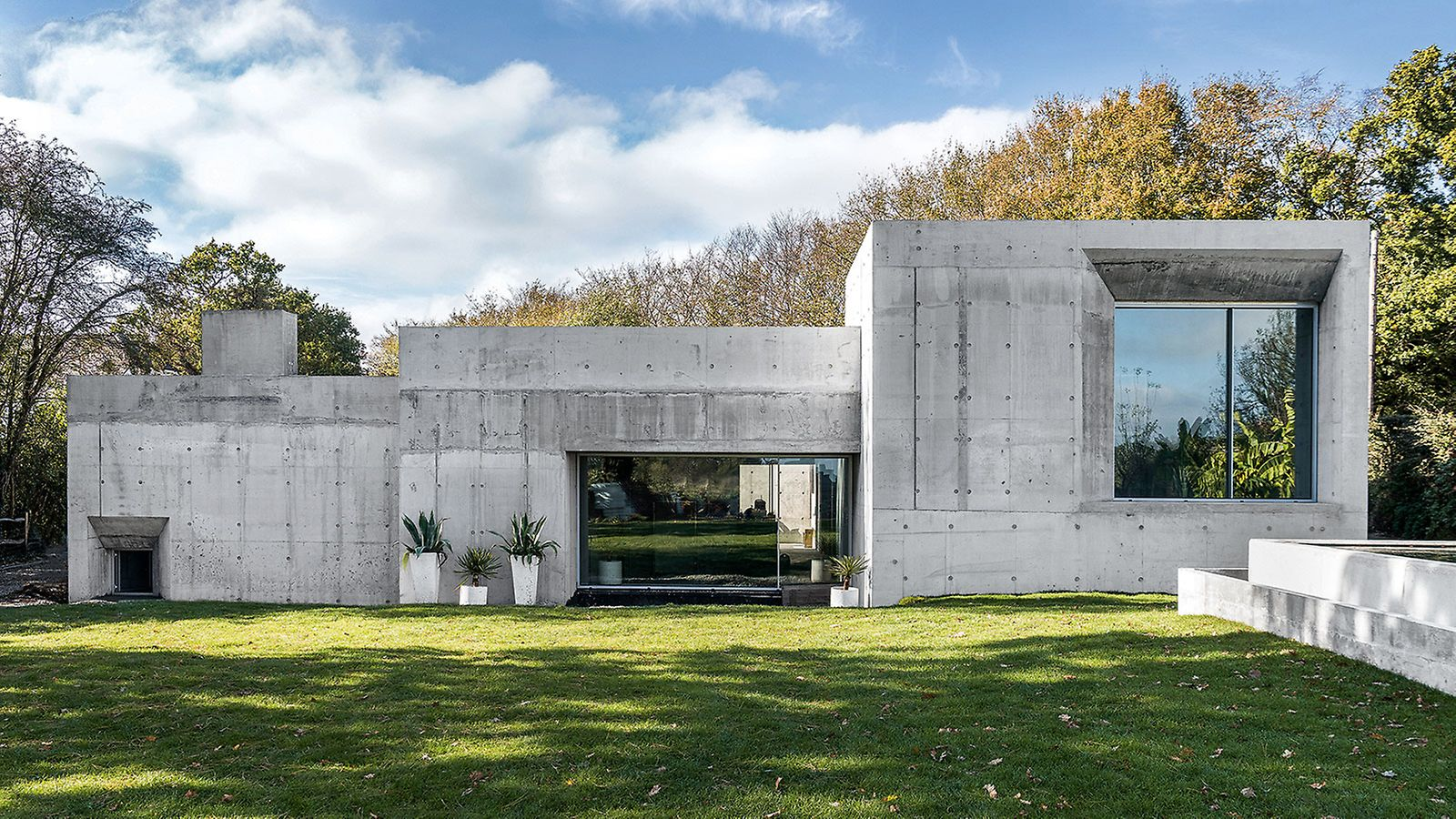 Die Betonkonstruktion ist das erste PERI Wohnhaus in Großbritannien, das ausschließlich mit der leichten Universalschalung DUO geschalt wurde. (Foto: seanpollock.com)