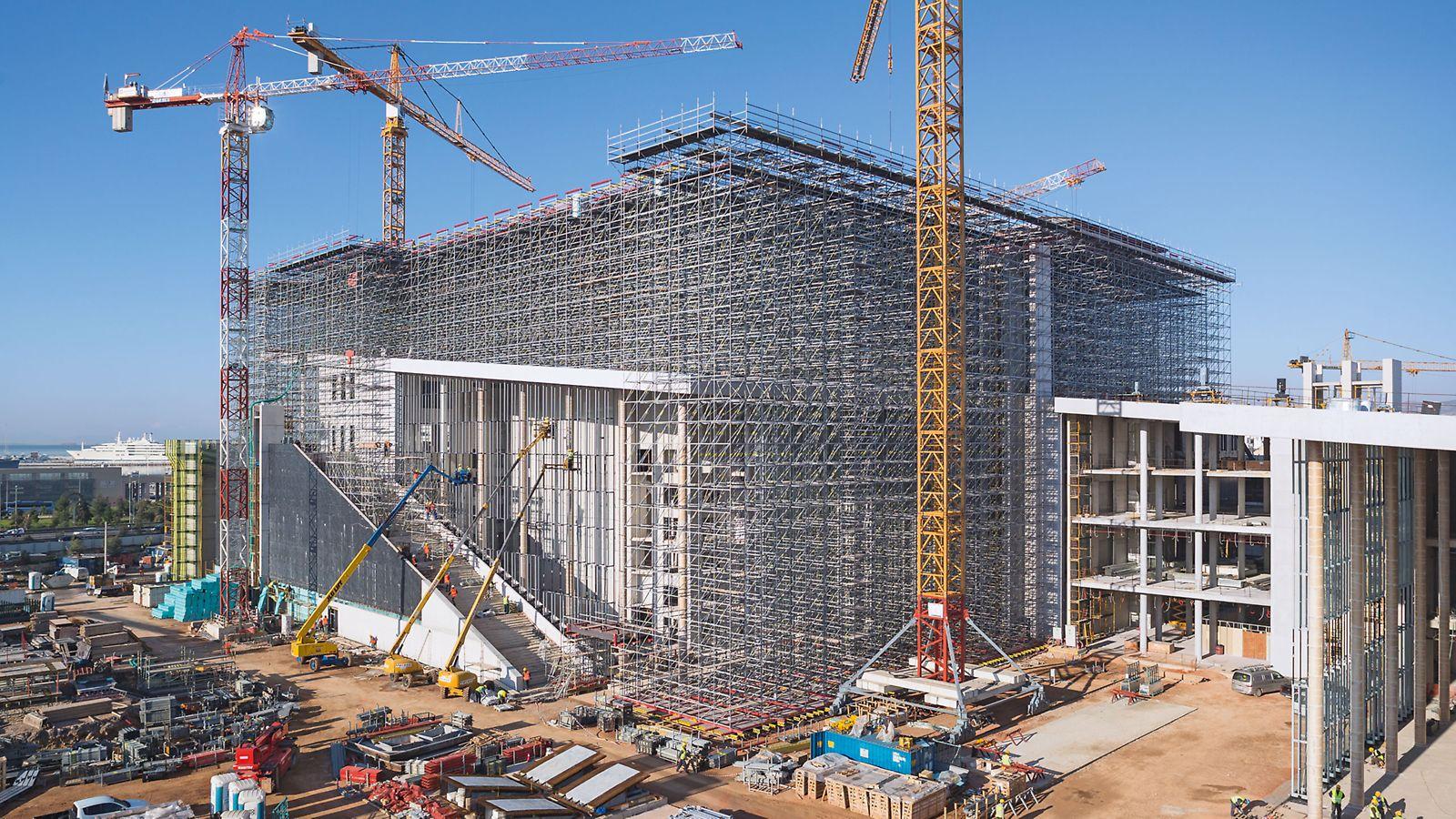 """Αντισεισμική λύση υποστύλωσης με το σύστημα PERI UP για το """"Κέντρο Πολιτισμού Ίδρυμα Σταύρος Νιάρχος"""" στην Αθήνα"""