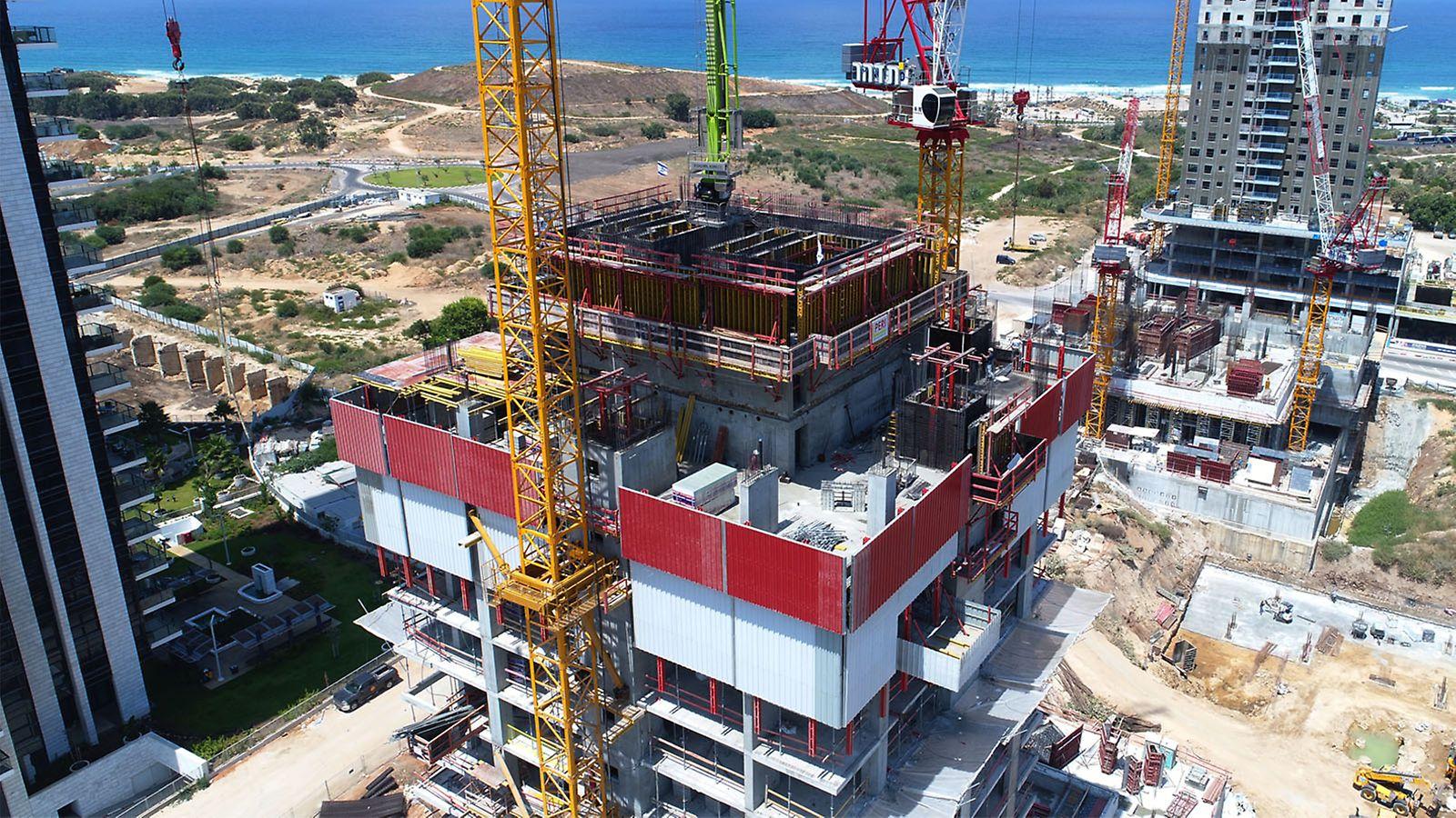 מגדל לייט האוס בת ים