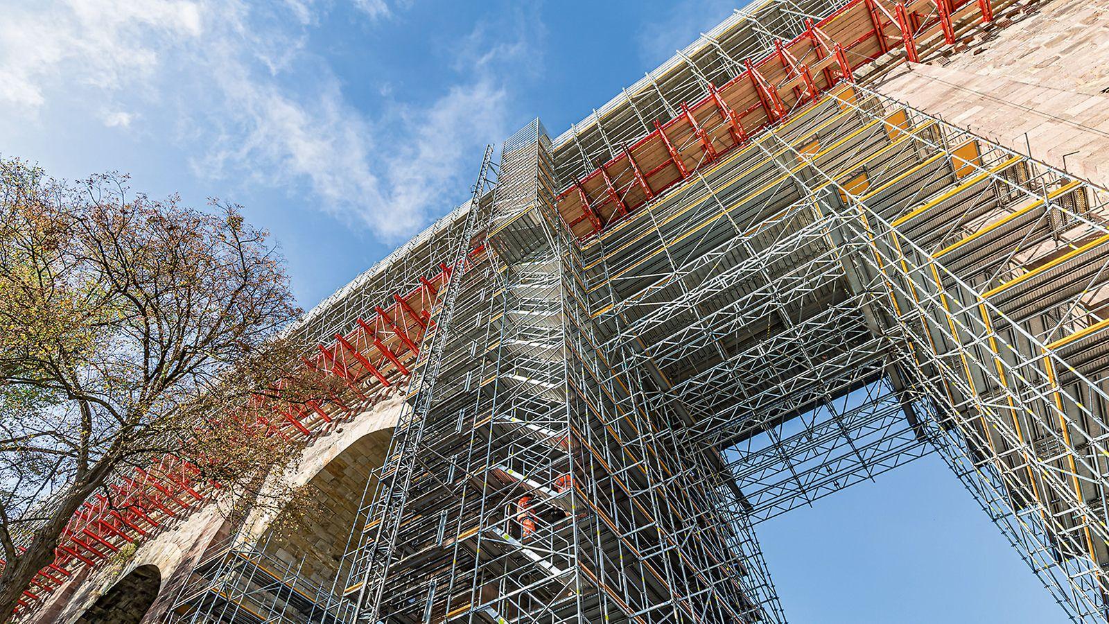 Eine Gerüstlösung aus kombinierbaren PERI Baukastensystemen ermöglicht die sichere Ausführung der Sanierungsarbeiten am 180 m langen, 40 m hohen und 167 Jahre alten Eisenbahnviadukt Heiligenborn bei Waldheim.