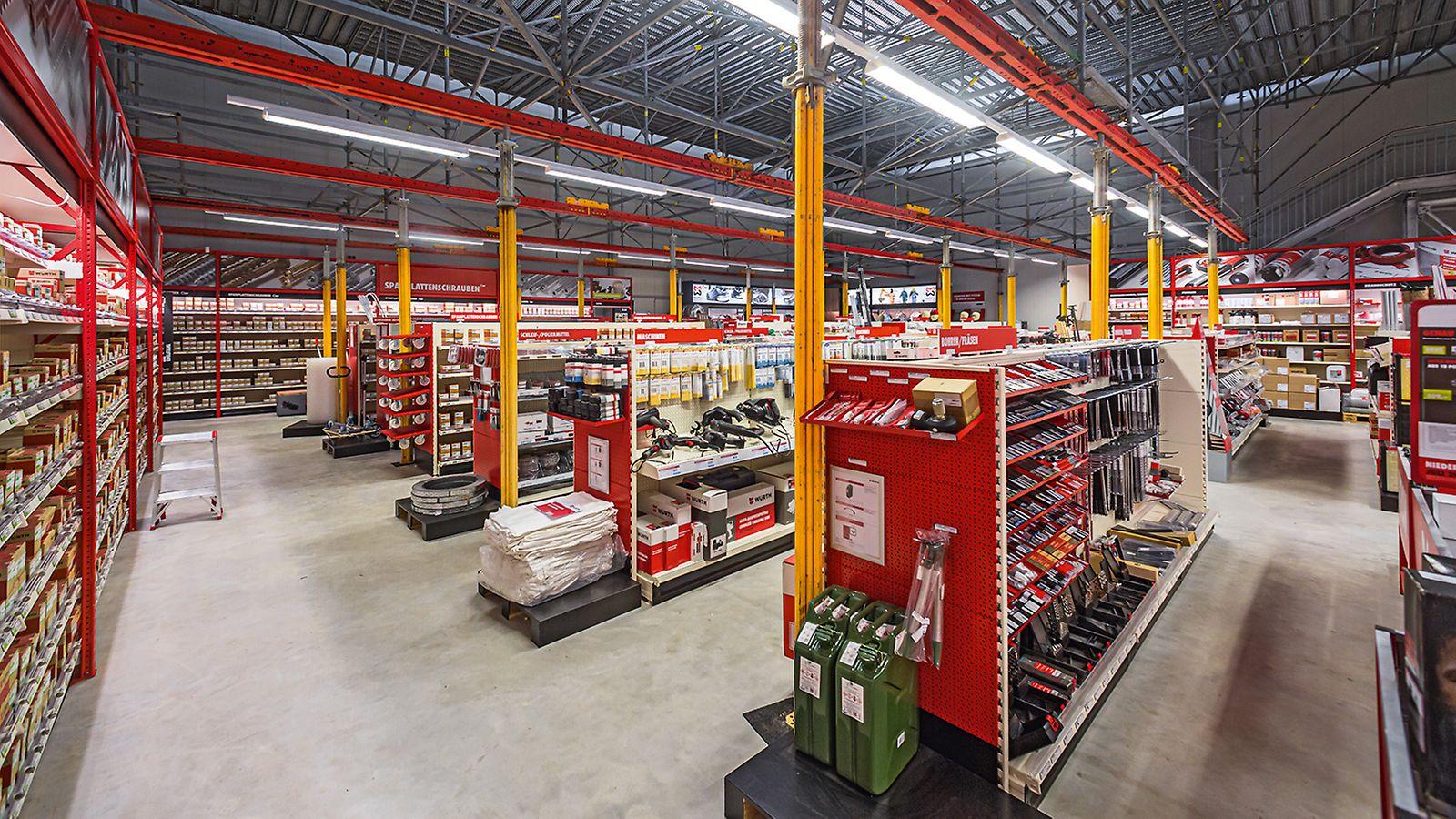 Die Oberschleißheimer Würth-Niederlassung war dank einer systemübergreifenden PERI Gerüstlösung trotz einer Umbaumaßnahme unterbrechungs- und störungsfrei für den Kundenverkehr geöffnet.