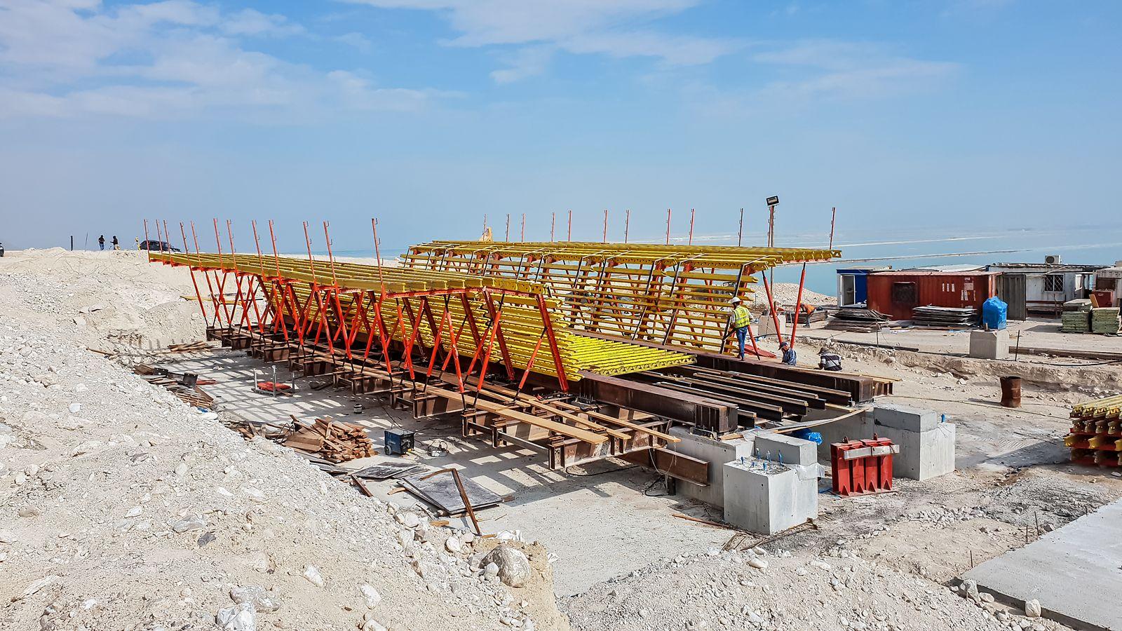 מערכת ואריו קיט עבור יציקת גשר באורך 130 מ' המבוצע בשיטת דחיקה