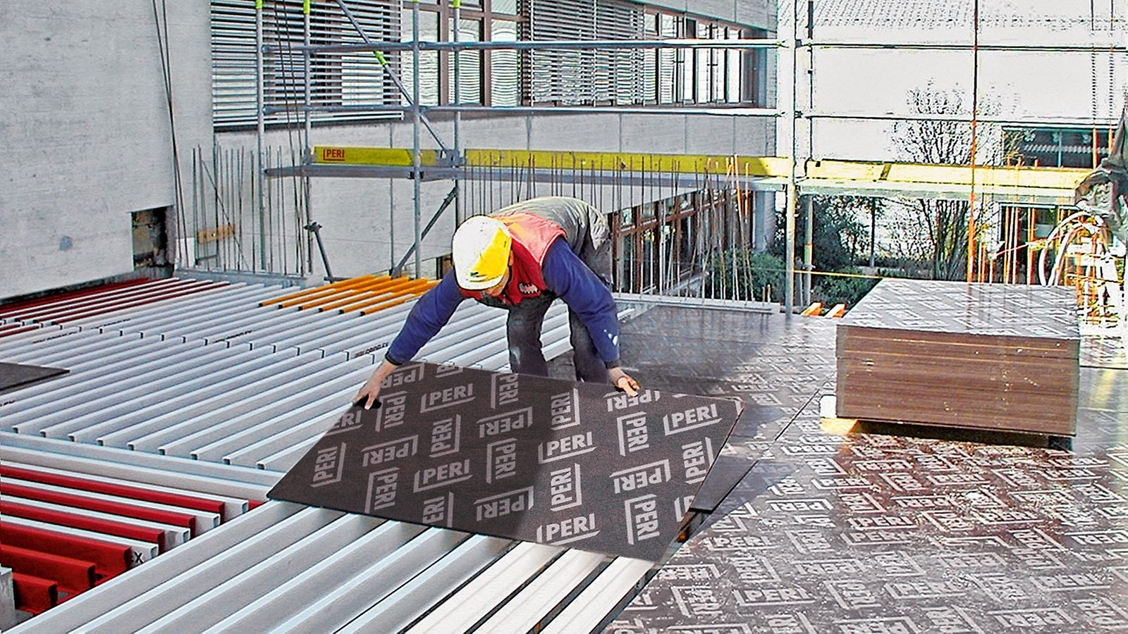 PERI formwork panels and formlining are film plywood for low to very high demands on the concrete surface.