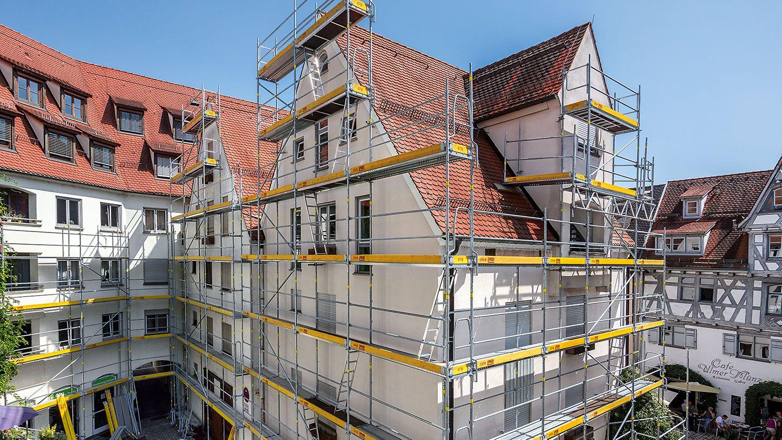 PERI UP Easy wurde der Öffentlichkeit erstmals auf der bauma 2016 vorgestellt. Seitdem hat sich das schnelle und sichere Fassadengerüst im Markt etabliert, diverse neue Bauteile machen das System noch vielseitiger.